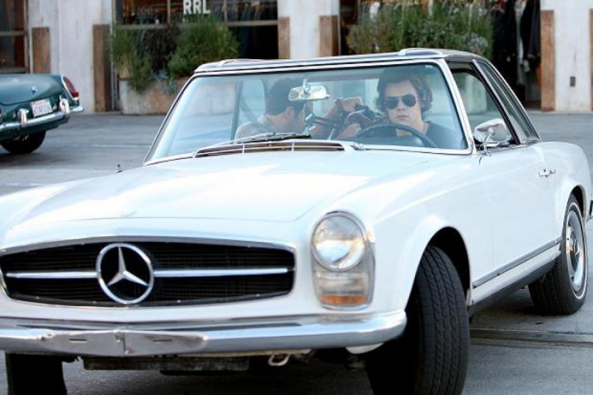 Harry styles his car is older than him mercedesblog for Mercedes benz styles