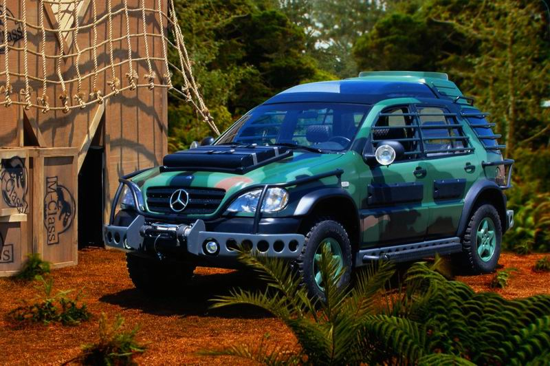 Mercedes that fights the dinosaurs