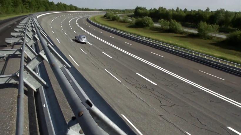 Restored Mercedes-Benz 540K Stromlinienwagen in Top Speed Test