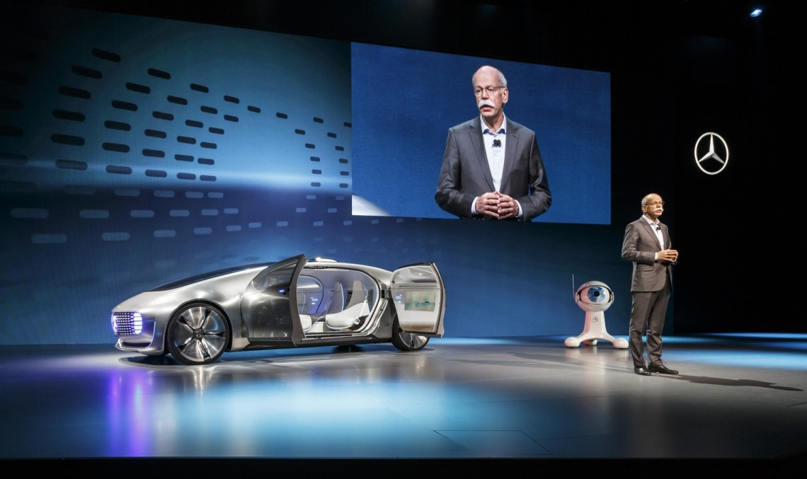 "Zetsche attacks Silicon Valley: ""Google is no automaker"""