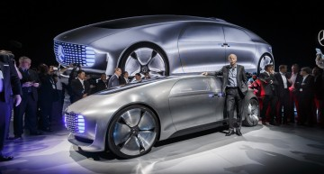 Daimler CEO Dieter Zetsche plotting Apple, Google alliance