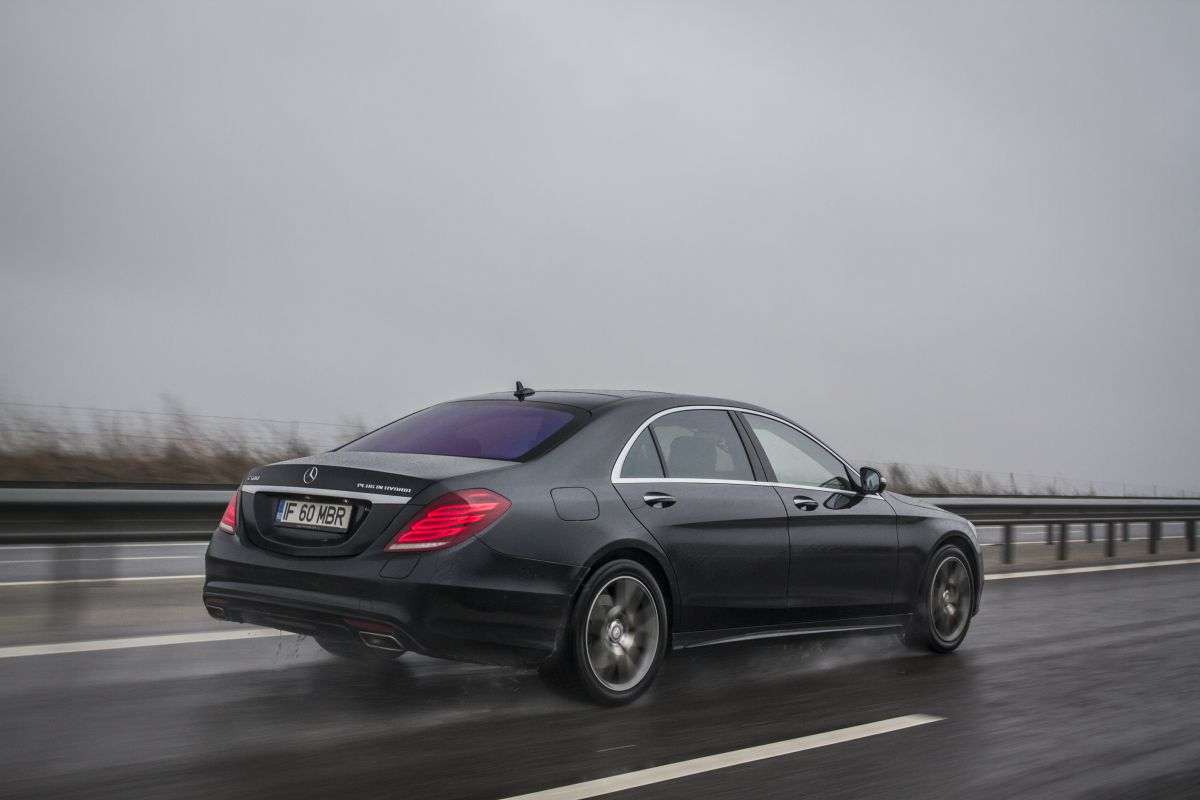 Mercedes-S-500-Plug-In-Hybrid-vs-S-350-BlueTec-30