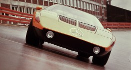 Mercedes-Benz presents its history online