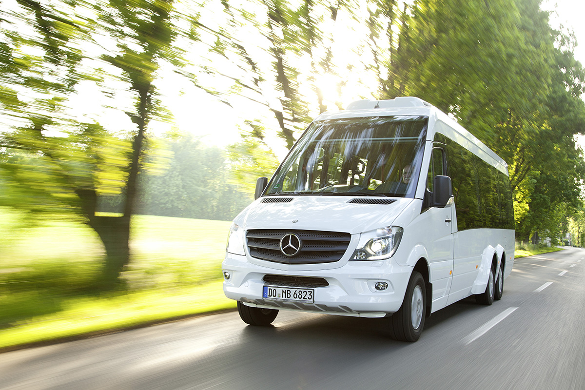Daimler to create 1 200 jobs at mercedes van plant in for Mercedes benz career