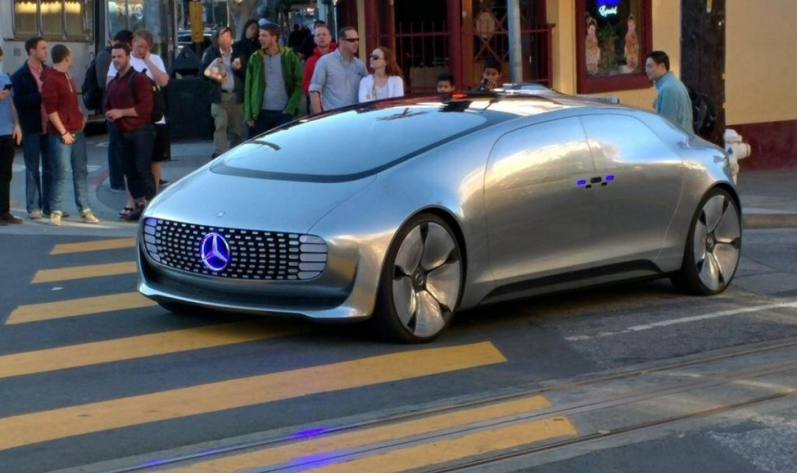 Mercedes-Benz F 015 Luxury in Motion, rumbling in San Francisco