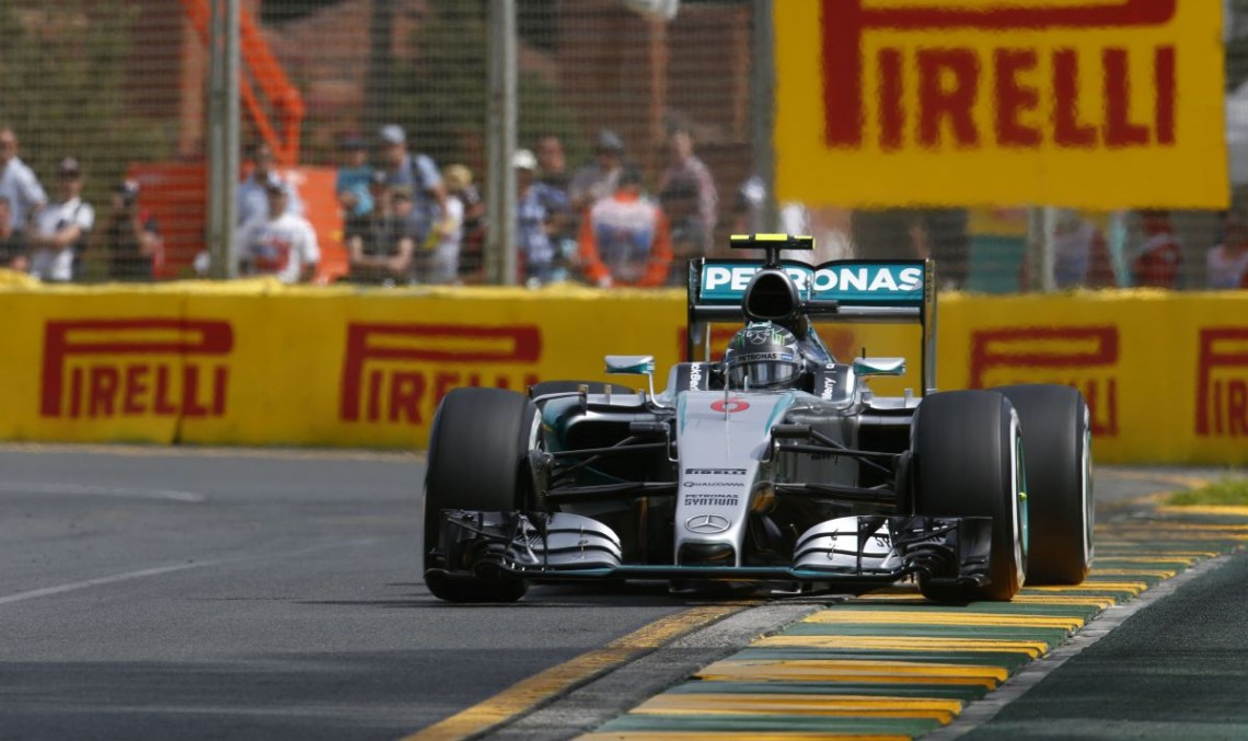 F1 Australia: Mercedes hits twice