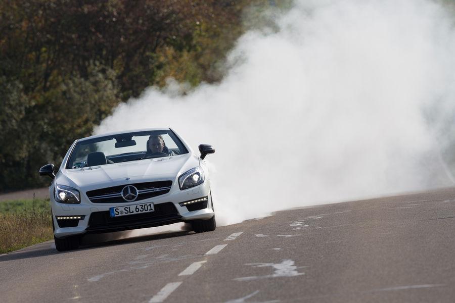 Mercedes-SL-63-AMG-vs-BMW-M6 (10)