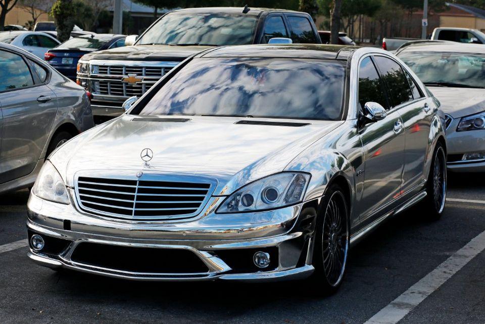 Alfredo simon drives a chrome mercedes benz mercedesblog for Mercedes benz chrome