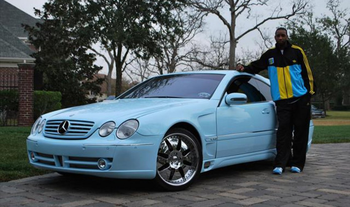 Former NBA star sells bright blue Benz