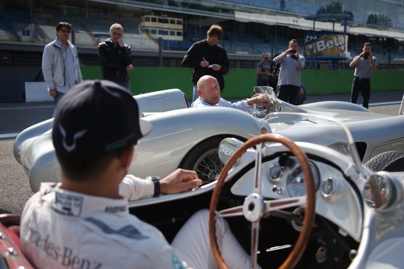 Lewis-Hamilton-and-Sir-Stirling-at-Monza-5