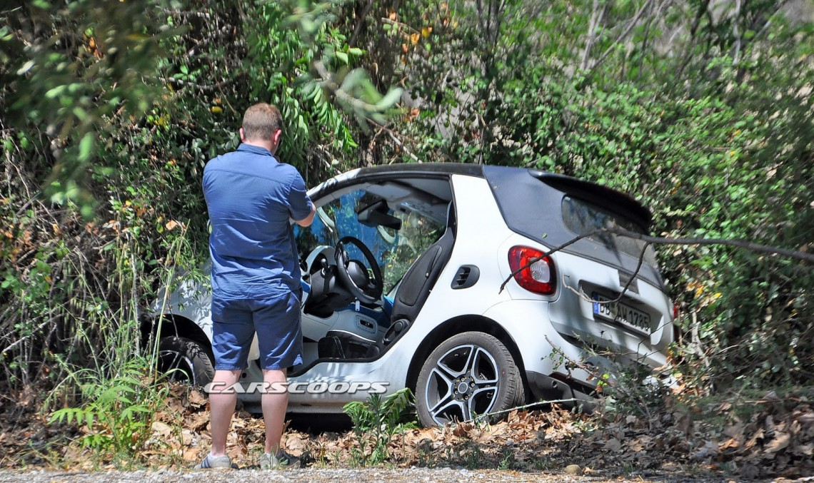 Upcoming smart ForTwo cabrio prototype crashes in Germany