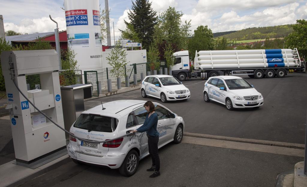 Daimler opens first hydrogen filling station on the autobahn