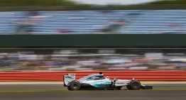 Great Britain Formula One Grand Prix: Hamilton wins a mad race