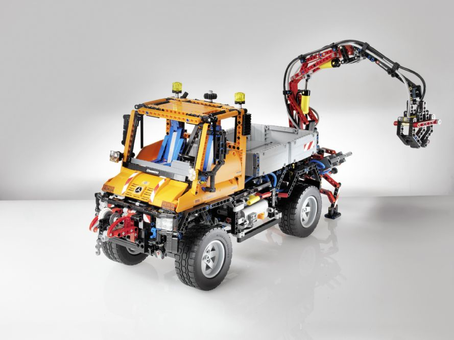 Let 39 s play lego builds the mercedes benz arocs truck for Lego mercedes benz