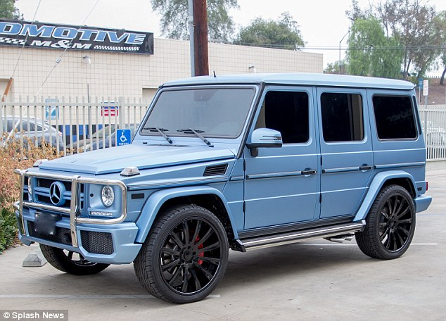 Chameleon G-Class – Kylie Jenner changes car color every season