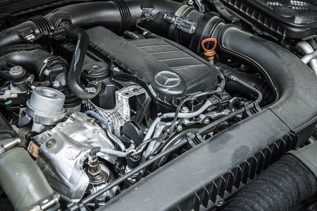 Renault Motor In Mercedes C Klasse