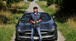 """Rock You Like a Hurricane"" – Scorpions lead singer drives an SLS AMG Roadster"