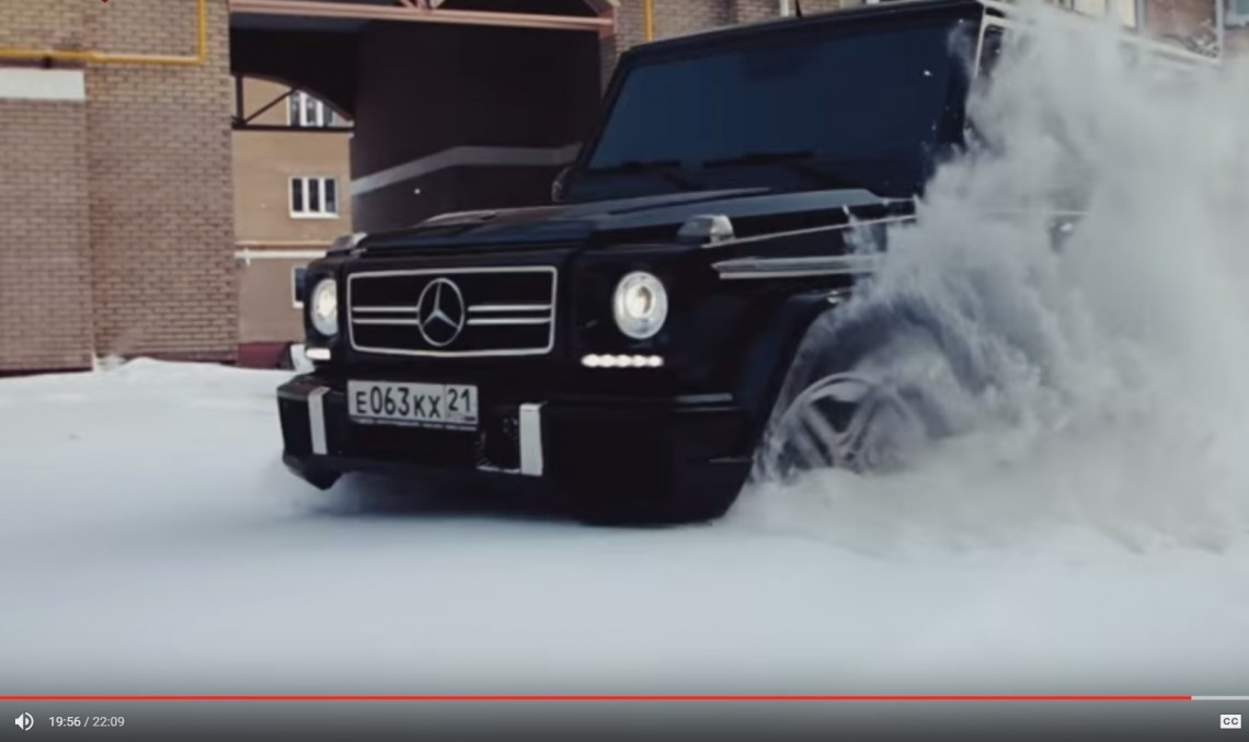Mighty G 55 AMG plays in the snow. Straightforward Russian review