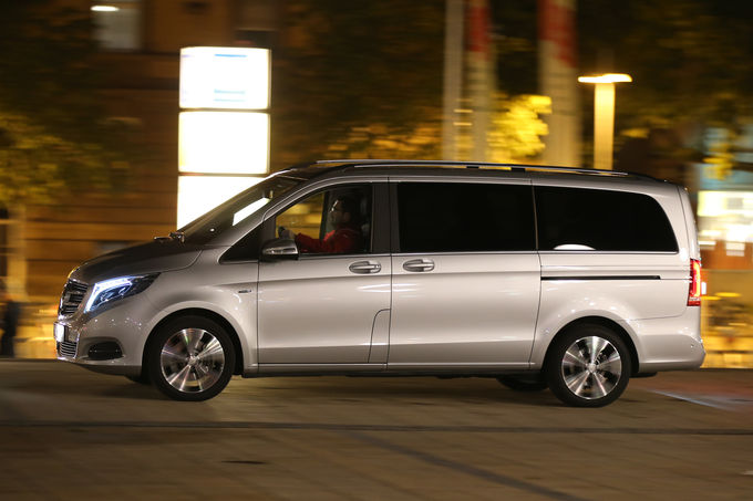 Mercedes V-Class vs VW Multivan (12)