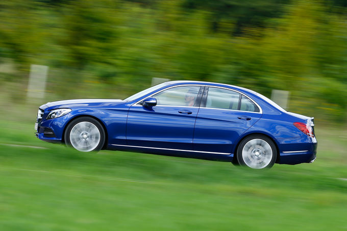 comparison test Mercedes C350e vs VW Passat GTE (22)