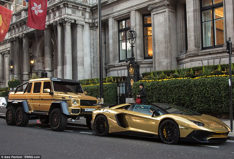 Flashy Fleet Saudi Sheikh Shows Off Golden Mercedes G63 Amg 6x6 In London Mercedesblog