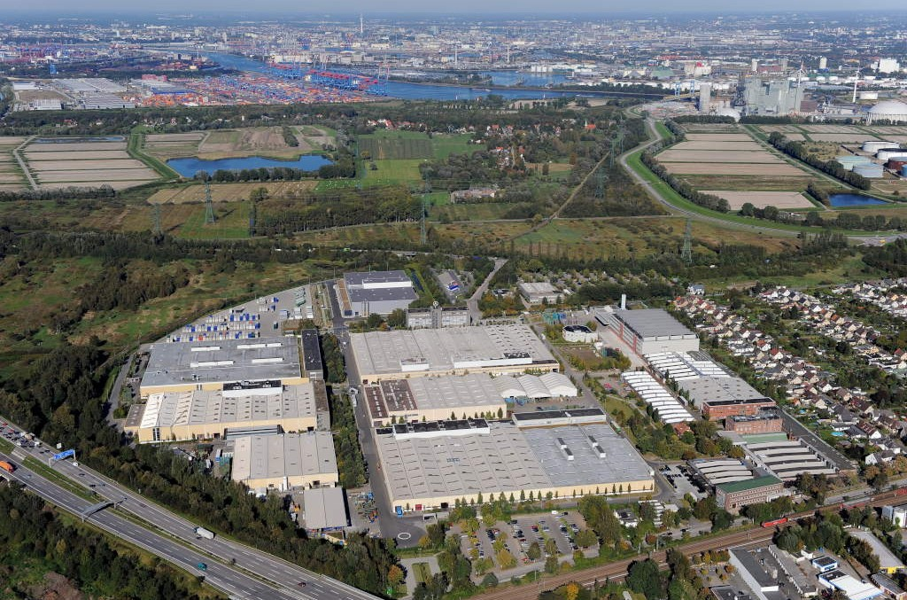 The Mercedes-Benz Hamburg plant undergoes transformation for e-mobility