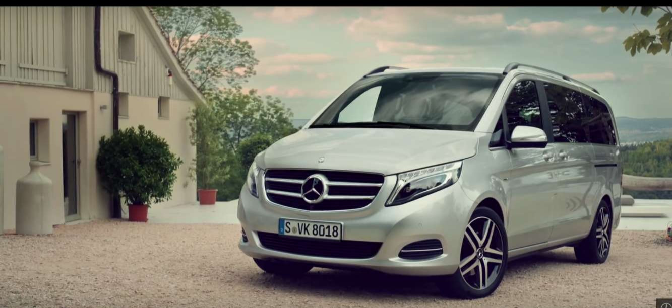 the mercedes benz v class ready for roger federer and 2 sets of twins mercedesblog. Black Bedroom Furniture Sets. Home Design Ideas