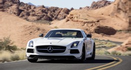 Gold Digger! It takes a Mercedes SLS AMG to pick up some girls