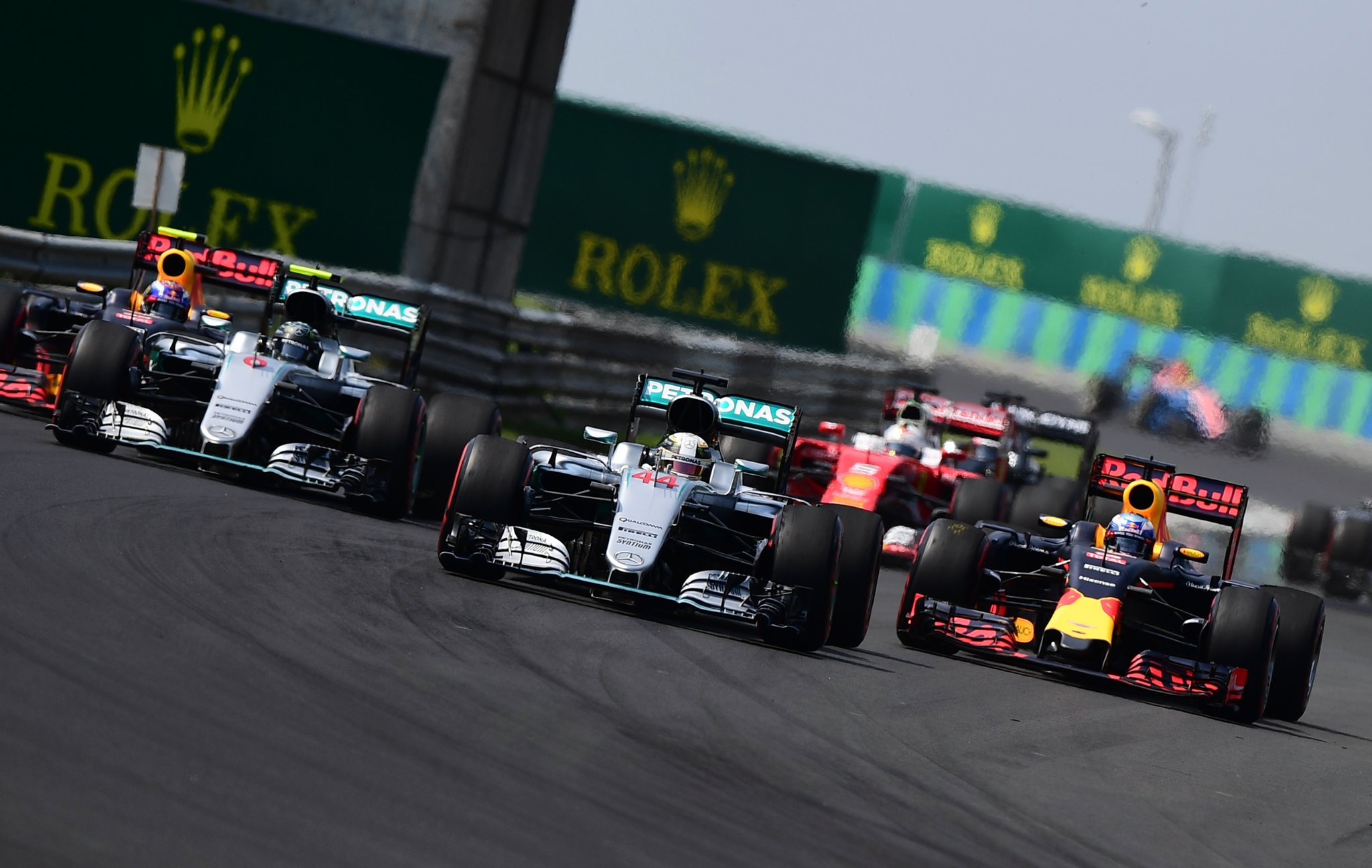 Hamilton wins in Hungaroring (2)