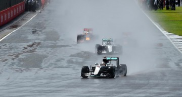 Lewis Hamilton storms to victory, Rosberg under investigation in Silverstone