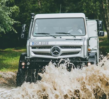 03-Mercedes-Benz-SleepOut-Unimog-Schwarzwald_660x602