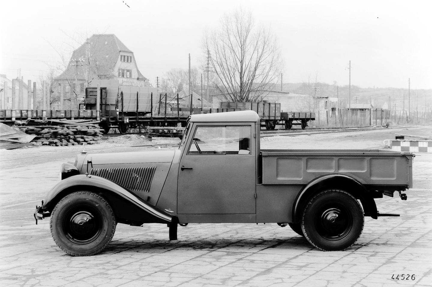 Mercedes-Benz pick-up (3)