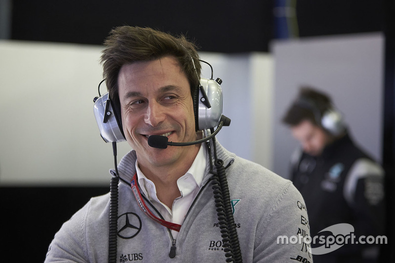 "Who is the next Mercedes driver? ""Half of the grid called us"", says Niki Lauda"