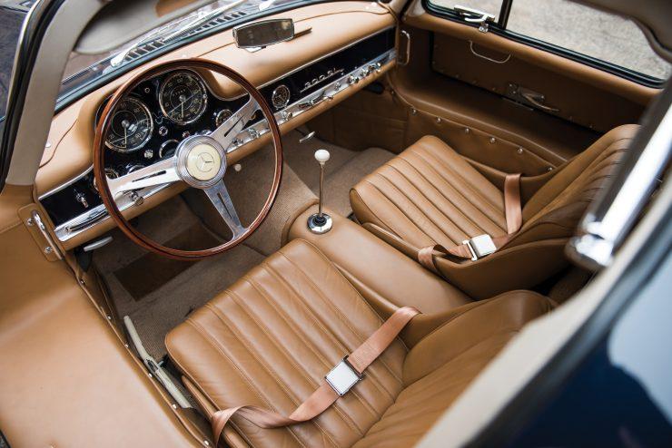 Mercedes-Benz-300-SL-Gullwing-4-740x494
