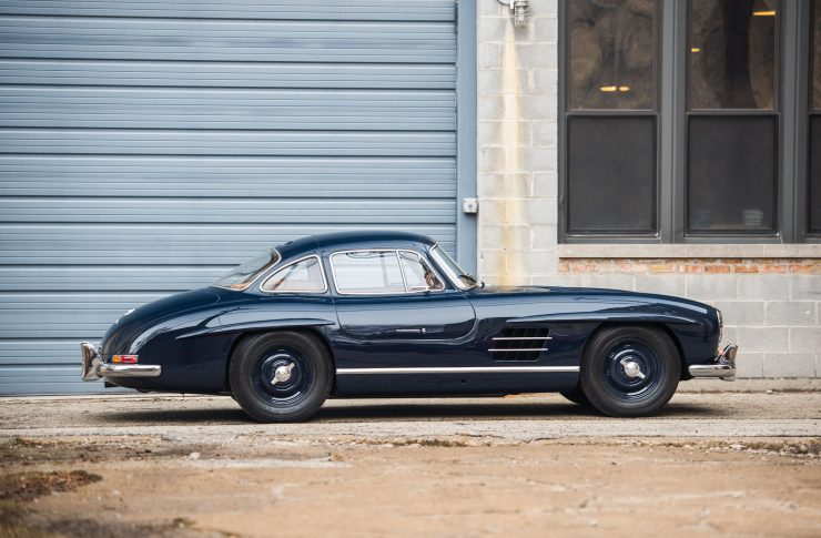 Mercedes-Benz-300-SL-Gullwing-5-740x485