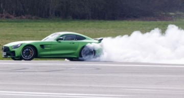 Matt LeBlanc of Top Gear destroys tire of Mercedes-AMG GT R
