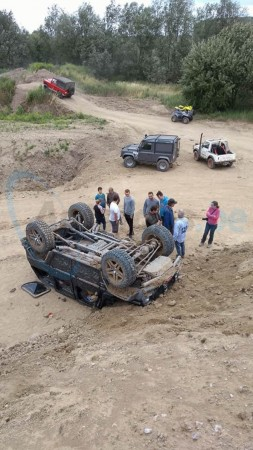 mercedes-g-class-off-roading-accident-1