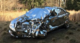 The Mercedes-Benz made of mirrors – The art of crashing