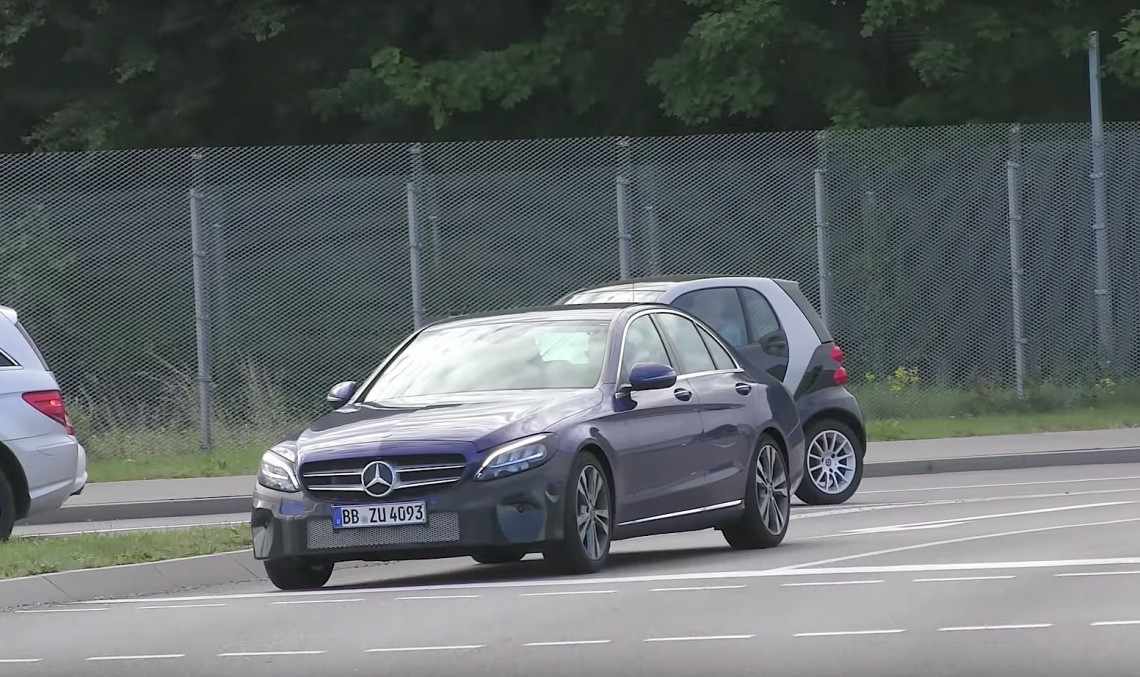 Hypnotizing! 2018 Mercedes-Benz C-Class facelift caught testing with unfamiliar headlights