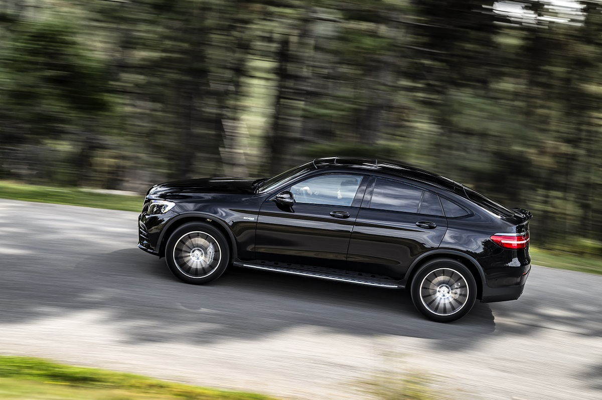 comparison test mercedes amg glc 43 vs bmw x4 m40i. Black Bedroom Furniture Sets. Home Design Ideas