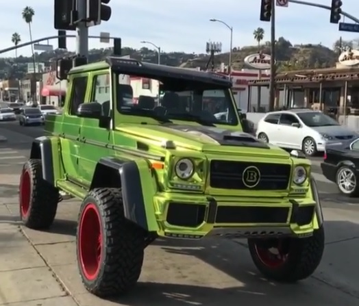 Here is the G500 4×4² with red wheels and glitzy wrap