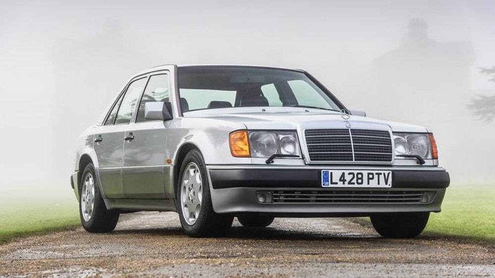 Mr. Bean sells his collection Mercedes-Benz 500 E