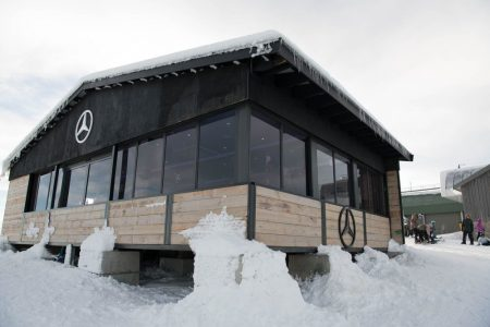 Mercedes-Benz showroom snowroom (3)