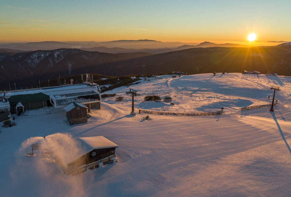 The snowroom – Mercedes-Benz showroom opens on top of the mountain