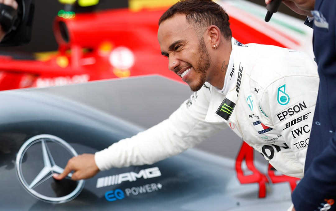 Lewis Hamilton signs 2-year contract extension with Mercedes-AMG Petronas Motorsport