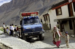 Driving through the Himalayas with the Unimog 1300 L