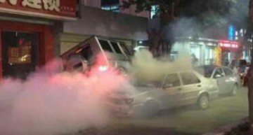 Mercedes-Benz G55 AMG driver crashes six cars in China