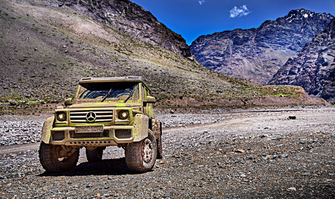 The Mercedes-Benz G 500 4×4² shows it is the king off the road in extreme video