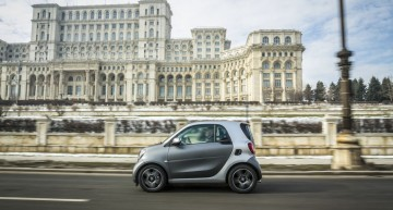 Test smart fortwo 1.0. The smallest car vs Ceausescu's House of the People