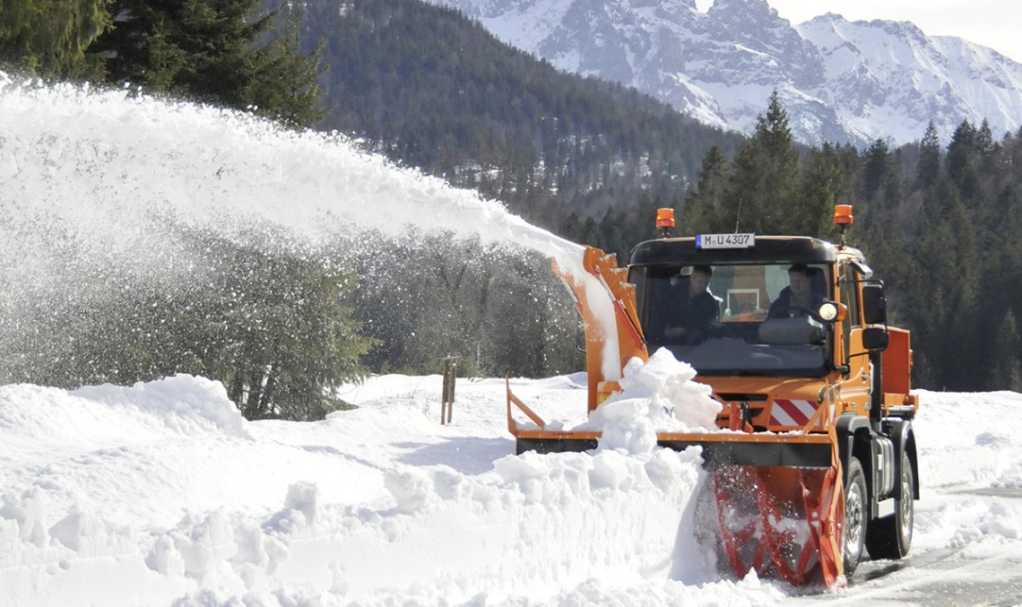 Up to a metre snow is no big deal for the Unimog